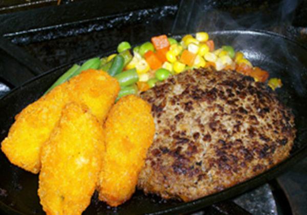 米沢牛ハンバーグとカキフライセット
