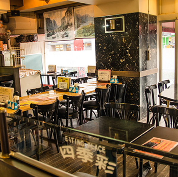 ステーキレストラン 四季彩の店内